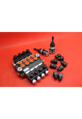 HYDRAULIC VALVE 4 SPOOL VALVE 50L/MIN ELECTRIC 12V  + 1 JOYSTICK +2 X FOOT PEDAL SWITCH+ 8 DIN PLUGS